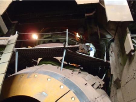 転炉の補修作業